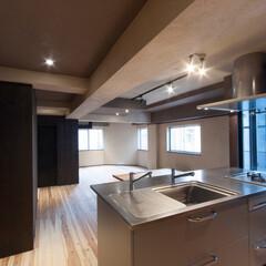 杉板/和風/和風住宅/和モダン/和モダン住宅/住宅/... 台東区で設計した「なかそとなか」は、床に…
