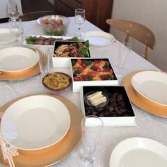 リミアな暮らし/テーブル/食卓/北欧食器 ある日のテーブル。 アンダープレートを使…