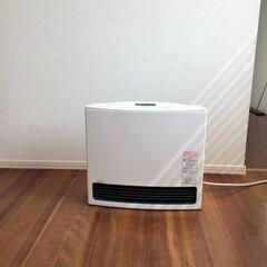 ガスファンヒーター/暖房器具/冬の必需品/白が好き 我が家の暖房器具必需品はガスファンヒータ…