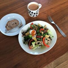 温泉卵/サラダ/北欧食器/アラビア 野菜をたくさん食べたい日のプレートランチ…