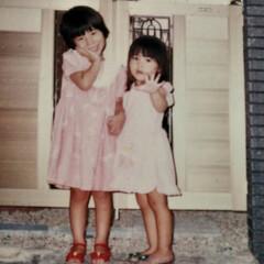 子供の頃/実家/姉妹 姉と私が小さい頃の写真を見つけました👯…
