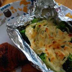 フォロー大歓迎/アイスコーヒー/クロワッサン/ブロッコリーのチーズ焼き おはようございます🌞🎶 今朝の朝ご飯💕ク…(1枚目)