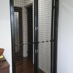 DIY/猫脱走防止柵 お客様に依頼されました。 玄関前に猫の脱…