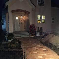 DIY/住まい/玄関/建築/玄関アプローチ/レンガ 玄関前のレンガアプローチです! 見積りを…
