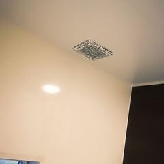 英字/モノトーン/100均/大掃除/換気扇フィルター/Can Do 毎年寒くなると、浴室の換気扇から水滴が落…