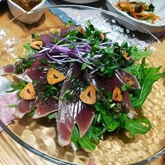 記念フォト笑/赤身魚は苦手/鰹のたたき/初メニュー第二弾/おうちごはん/わたしのごはん/... 主人が鰹のたたきが好きなので、試しに買っ…