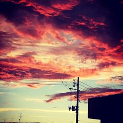夕焼け空 ある日の夕焼け空。 空が燃えてるみたい。