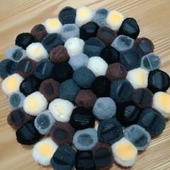 しょんぼり/StaubもNG/土鍋NG/鍋敷きをDIY/ハンドメイド/デコレーションボール/... 本日、鍋にしました。  土鍋で作り、この…