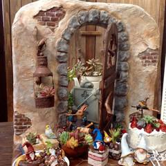 モルタル造形/飾り台/多肉植物/多肉植物寄せ植え/ガーデニング/ガーデン/... モルタル造形で扉付きの飾り台を作ってみま…