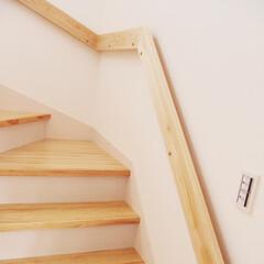 WOODONE/ウッドワン/木製階段/明るい階段/光が差し込む階段/無垢の木の階段/... パインの階段にヒノキの手摺