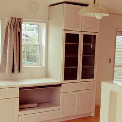 ペンダントライト/オフホワイトインテリア/ホワイトインテリア/白いキッチン/白い壁/白い家具/... 無垢の扉のカップボード