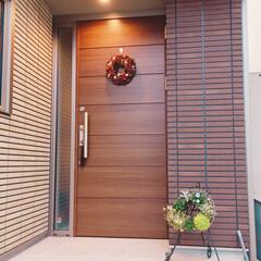 ガーデニング/玄関ポーチ/植物/グリーン/ハンギング/リース/... 我が家の玄関にはリースが2つもお出迎えし…