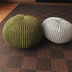 クッション/棒針編み/インテリア/プフ/プフ編み/DIY/... 手編みプフです☆小ぶりなプフが二つできま…