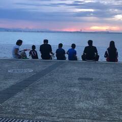 じーじ&孫/夕焼け/海 関空の見えるビーチでB BQ なんか ホ…