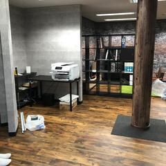 塩ビシート/リアテック/ダイノック/オルティノ 新事務所完成  柱には、塩ビシートで木目…