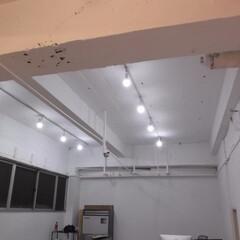 事務所/リフォーム/ペンキ/塗装/天井 コンクリート天井をホワイト色に塗装しまし…