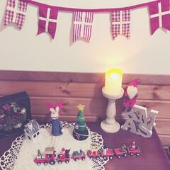 玄関/靴棚 殺風景な靴棚の上をクリスマスにアレンジし…