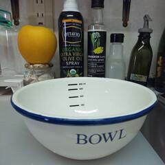 キッチン壁紙/キッチンツール/キッチンアイテム/キッチン道具/台所アイテム/オススメキッチンアイテム ニトリさんで買ったホーローのボウル。 我…