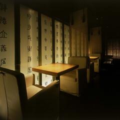 和食 ダイニング ソファー席 テーブルのみ照らされるよう、ダウンライト…(1枚目)