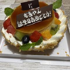 誕生日ケーキ 今日は私の誕生日でした❗️ 長女が寿司、…