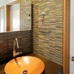 手洗い/すり鉢型/洗面ボウル/石積み/タイル/憧れ 《2階手洗い》 2階に設置した手洗いは、…