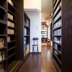 書庫/蔵書/スライド式/日焼け/紫外線/団別性/... 《書庫》 大量の蔵書をなるべく多く収納で…(1枚目)