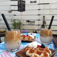 業務スーパー/ダルゴナコーヒー/プランター付きフェンス/garden/庭/おうちカフェ/... こんにちは。 いいお天気だったのでお庭で…