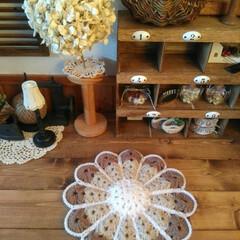 ハンドメイド/Handmade/編み物/毛糸/かぎ編み/座布団/... お花の円座を編みました。 ナチュラルカラ…
