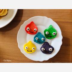 パンケーキ/ホットケーキ/カラフル/キャラクター/スライム?/レインボー/... 最初に焼く時に 青いのがたまたま スライ…