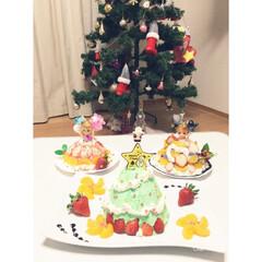 クリスマスツリー/ツリーケーキ/ドールケーキ/オーナメント/ニトリ/楽しい/... ツリーケーキを作りました😄 後ろはドール…