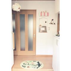 玄関/オーニング風/DIY/時計/写真たて/ディズニー/... 我が家の玄関😄