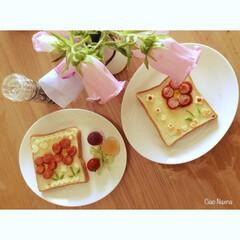 お花/ピザトースト/お子様/喜ぶ/ピーマン食べれる/可愛い/... お花ピザトースト😄 お子様がはりきって飾…(1枚目)