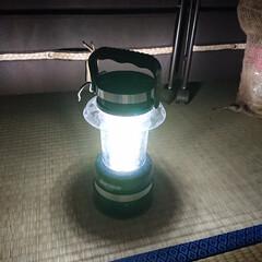 防災/停電 あちこちにぶら下げている懐中電灯と蓄光シ…
