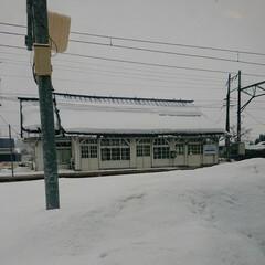 ホーム/駅舎 対岸の駅舎へ行く道を探す。