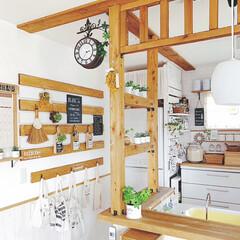 壁面ディスプレイ/両面時計/カフェ風キッチン/カフェ風/リミアな暮らし/ダイソー/... キッチンカウンター横の両面時計* 活躍中…