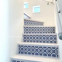 DIY女子/階段インテリア/階段/リミアな暮らし/リメイクシートDIY/リメイクシート/... わが家の階段です♡ コチラは1階〜2階へ…