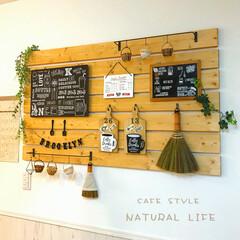 ナチュラルインテリア/すのこ風/フェイクグリーン/カフェ風/かご/まな板リメイク/... * キッチンとダイニングの間の壁です! …