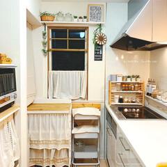 リミアな暮らし/コンロ周り/ナチュラルスタイル/ナチュラルキッチン/食料品収納/ラックDIY/... わが家のkitchen♡  うちにはパン…