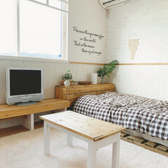 セルフリノベーション/寝室/簡単DIY/DIY女子/ウォールシール/ウォールデコ/... 寝室です☆  主人が居ますが別々の部屋で…