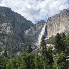 風景/旅 5月に現れる幻のヨセミテ滝