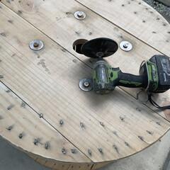 ステンシル/ケーブルドラムリメイク/DIY こんばんは⭐️ ケーブルドラムをテーブル…(5枚目)