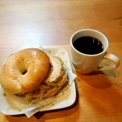 手ごねパン/朝ごはん/ベーグルサンド/LIMIAごはんクラブ/おうちごはんクラブ おはようございます🌄  昨晩焼いたベーグ…