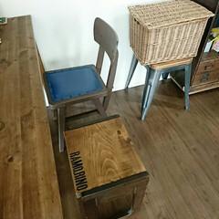 こどものいる暮らし/古道具のある暮らし/古道具/椅子リメイク/ダイニングチェア/DIY/... 実家にあった古い椅子。 かなり古い椅子で…