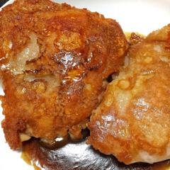 おつまみ/コンテスト/お酒がすすむ/鶏肉料理 鳥のもも肉を皮目からガッツリ焼いてパリッ…