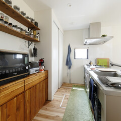 自然素材/無垢材/無垢杉の床/漆喰の壁/白い壁/W断熱の家/... . ~無垢材造作の家電収納や  無垢板の…