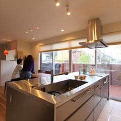 自然素材/無垢材/無垢杉の床/オープンキッチン/アイランドキッチン/ダイニング/... . ~汚れや熱に強いので利便性が高く  …
