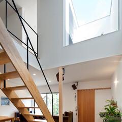 自然素材/無垢材/無垢材の床/土間/土間のある家/観葉植物/... . ~窓の少ない外観からは想像もつかない…