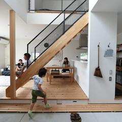 ディーズスタイル/四角の家/自然素材/無垢材/土間/吹抜け/... . ~フロアのどこにいても  家族の気配…