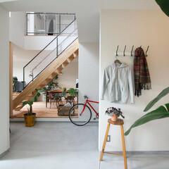 自然素材/無垢材/無垢杉の床/漆喰の壁/白い壁/W断熱の家/... . ~ゆとりの広さの土間スペースは  観…
