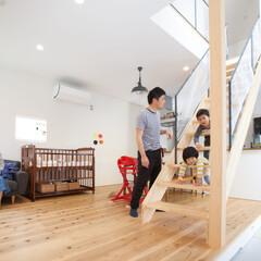 自然素材/無垢材/吹抜け/階段/家族/子ども/... . ~無垢材の床&自然素材の家だから  …